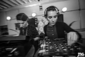 2FRAMES DJS_004 PRES EN ORBITA